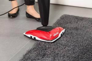 Teppich mit Dampfbesen reinigen